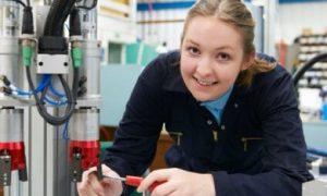 vrouwelijke leerling techniek